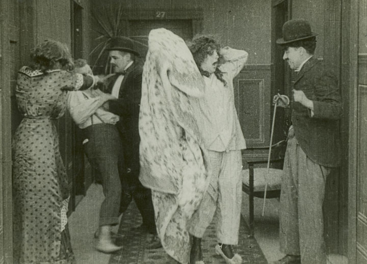 Charlot à l'hôtel (Mabel's strange predicament) - de Mack Sennett - 1914 dans 1895-1919 charlot-a-lhotel