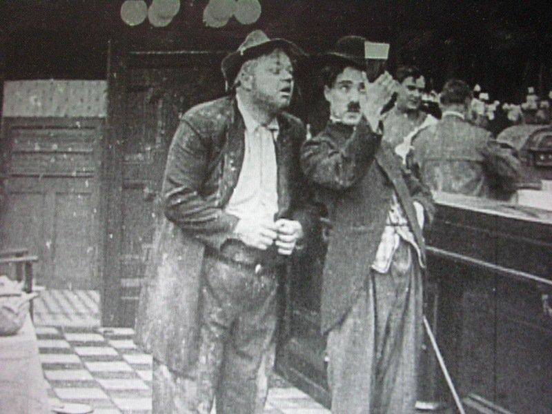 Charlot est trop galant (His Favorite Pastime) - de George Nichols - 1914 dans 1895-1919 charlot-est-trop-galant