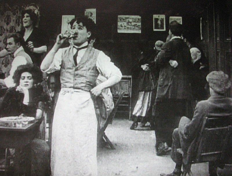 Charlot garçon de café (Caught in a cabaret) - de Charles Chaplin et Mabel Normand - 1914 dans 1895-1919 charlot-garcon-de-cafe
