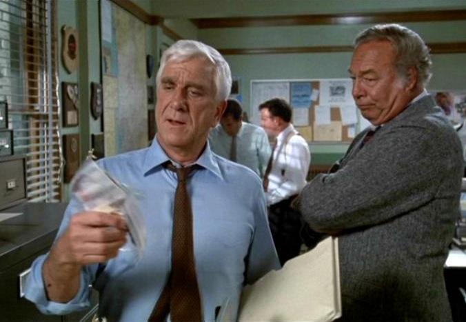 Y a-t-il un flic pour sauver la reine? (The Naked Gun) – de David Zucker, Jim Abrahams et Jerry Zucker – 1988 dans 1980-1989 y-a-t-il-un-flic-pour-sauver-la-reine